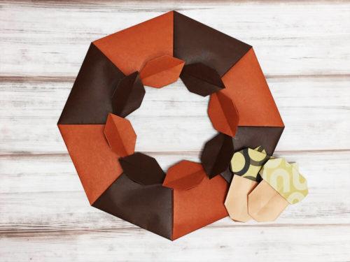 折り紙で折った木の葉のリース