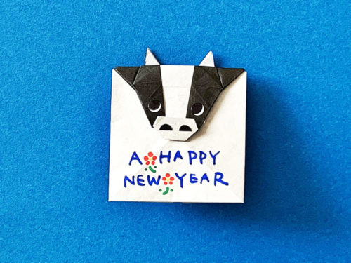 折り紙で作った牛のポチ袋