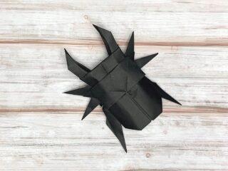 折り紙で折ったクワガタ