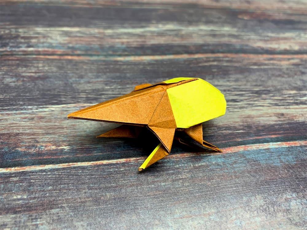 折り紙で折ったヘラクレスオオカブト