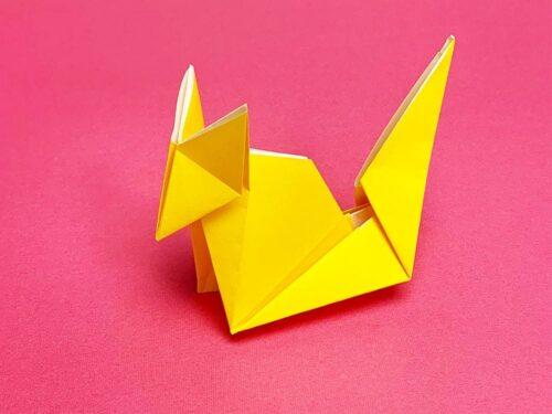 折り紙で折ったキツネ